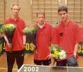 2002 kampioen 2e klas herst a-2002 harm maurice steven met bloemen copy